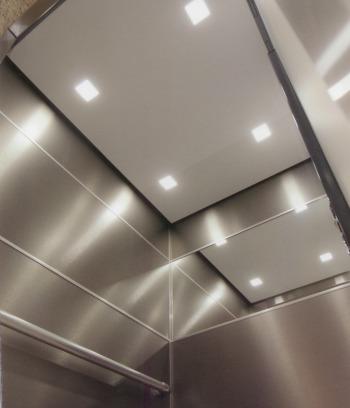 Plafond de cabine avec spots carrés à led