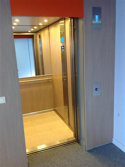 habillage cabines ascenseurs oise paris ile de france. Black Bedroom Furniture Sets. Home Design Ideas